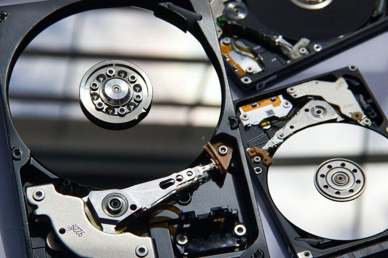 Odzyskiwanie danych z macierzy RAID w pewne metody.